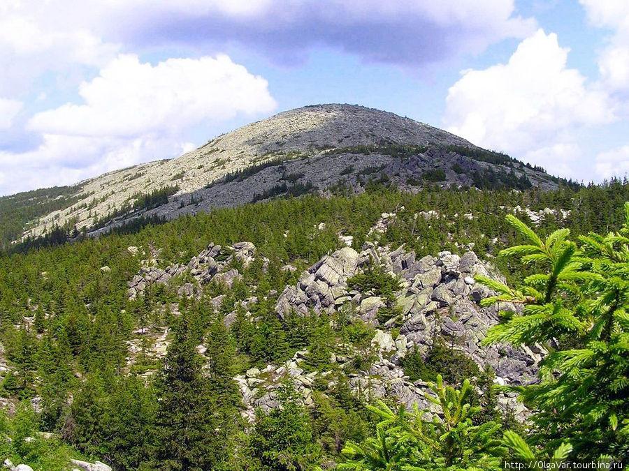 Гора Круглица расположена в 12 км.  от Златоуста. С некоторого расстояния она выглядит как пупырь, выросший на теле Земли. Высота горы 1178 метров. Уже на этой высоте вода закипает при температуре 96° Златоуст, Россия