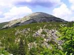 Гора Круглица расположена в 12 км.  от Златоуста. С некоторого расстояния она выглядит как пупырь, выросший на теле Земли. Высота горы 1178 метров. Уже на этой высоте вода закипает при температуре 96°