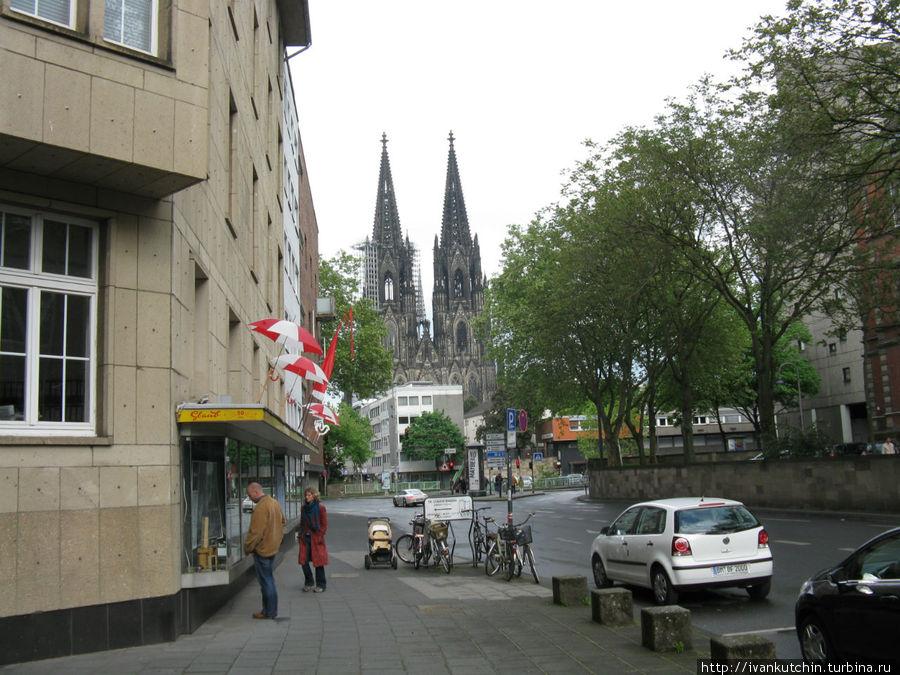 Прямо от отеля можно увидеть собор.