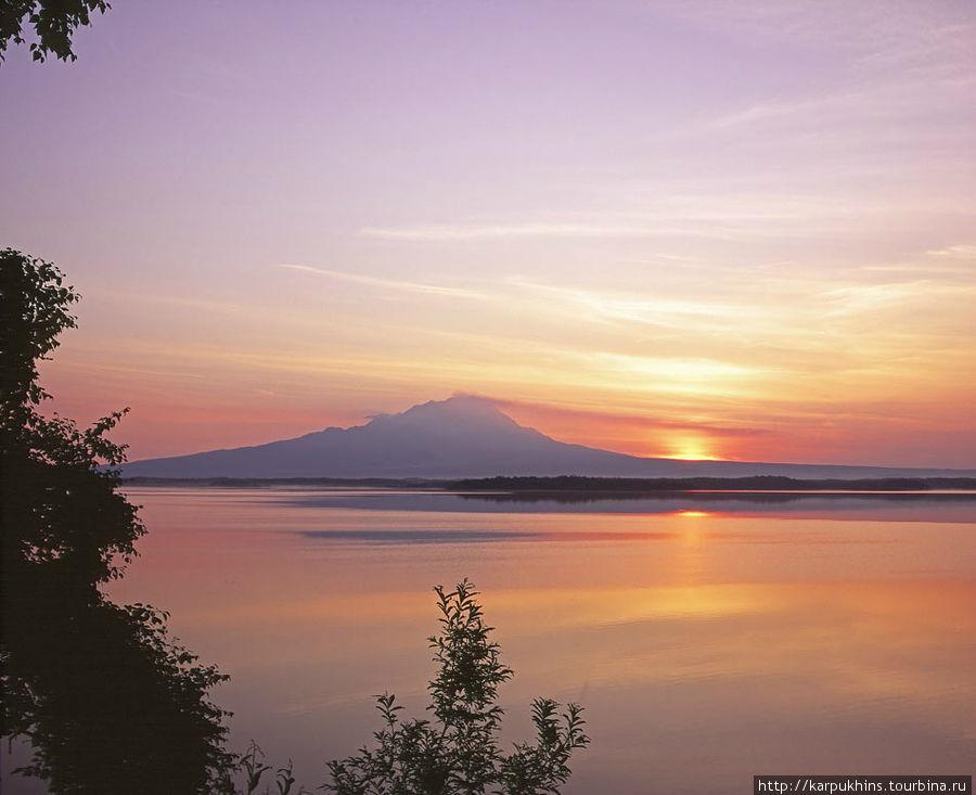 Восход солнца с видом на Шивелуч.