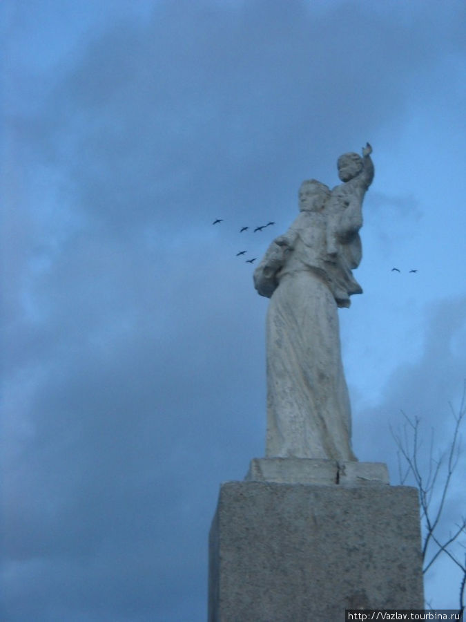 Фигуры памятника