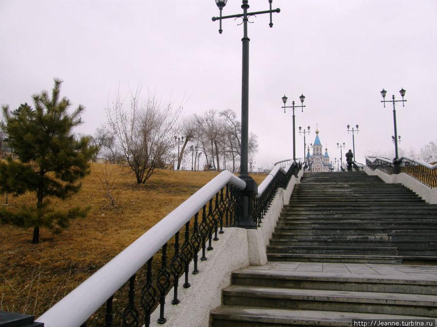 Лестница с площади Ленина на набережную Амура.