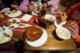 А вот и обед в стандартном украинском ресторане. Еда вкусная, полезная, а главное настоящая!