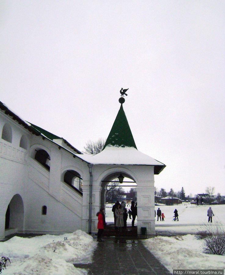Архиерейские палаты. Вход в епископские палаты (конец XV века)