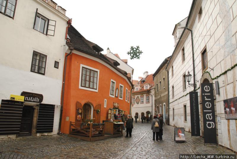 Улица Широкая, галерея Шиле справа