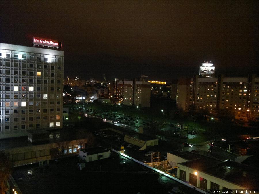 вид из окна номера вправо вечером