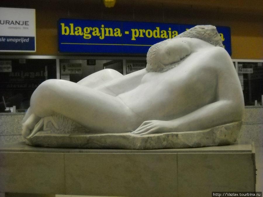 Памятник спящему пассажиру