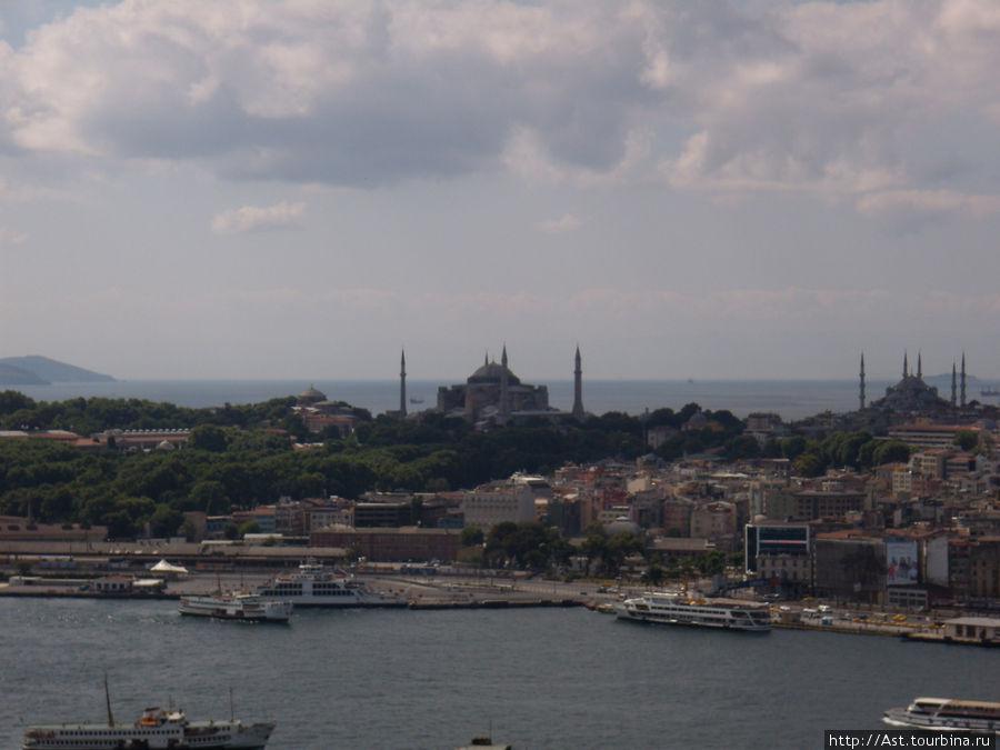 Вдалеке София и Голубая мечеть.