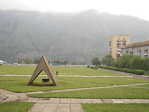 памятник палатке, с которой началось строительство города