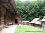 Изнутри гражди, как правило, накрывались деревянными навесами и имели вдоль стен хозяйственные отсеки.