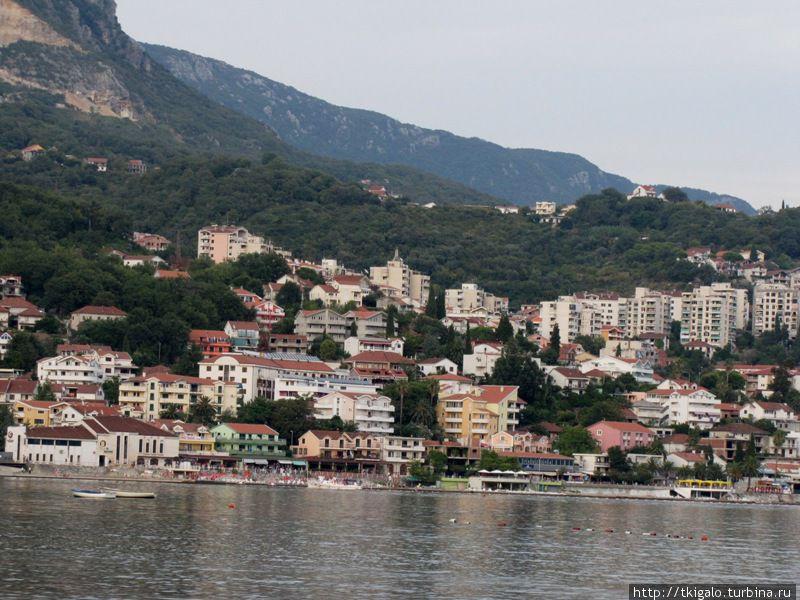 Вид на город с моря.