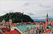 Любляна нас встретила дождем и вот таким вот видом из окна отеля.