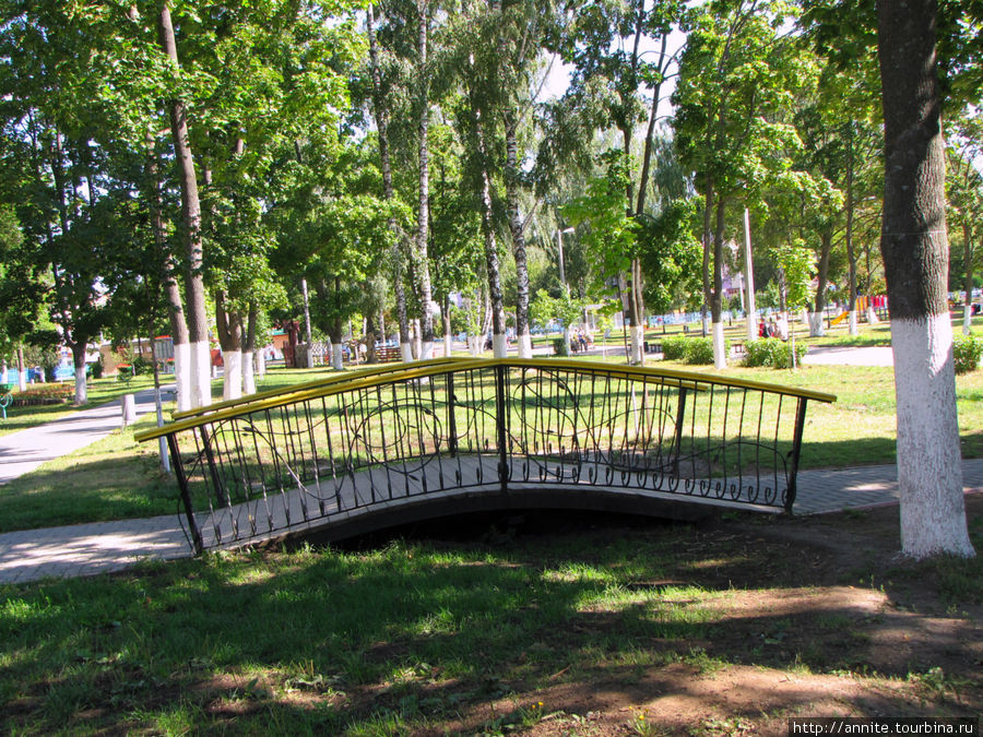 Мостик в парке.