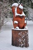 Белочка-толстушка у входа в парк — итог традиционных пьештянских творческих встреч скульпторов — к зиме готова.