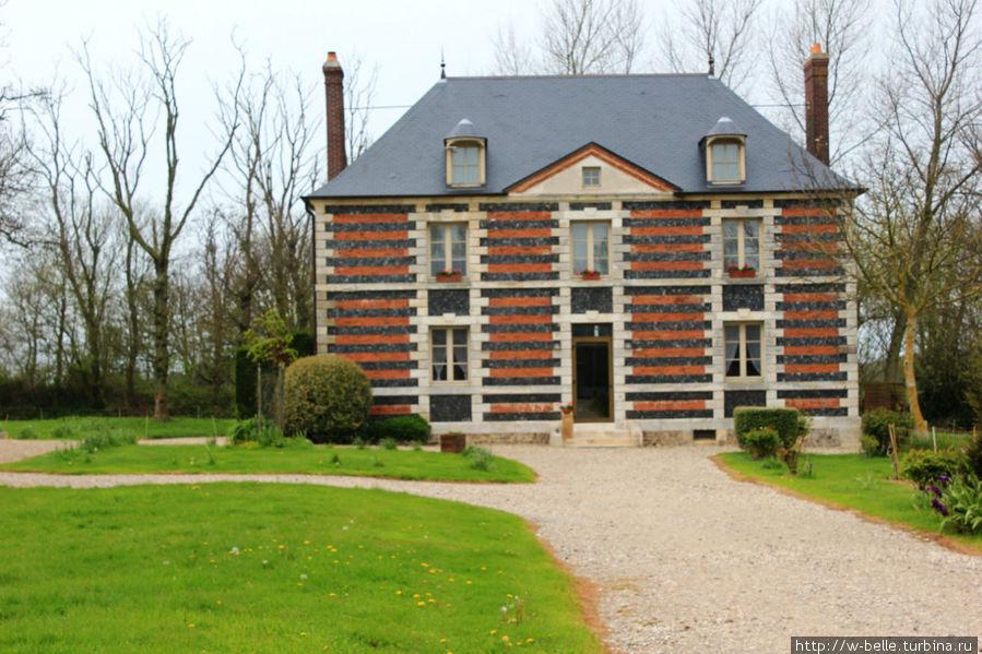 Хозяйский дом — замок Cateuil.