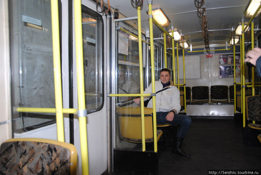 А вот так выглядит внутри вагон поезда на Жёлтой линии №1