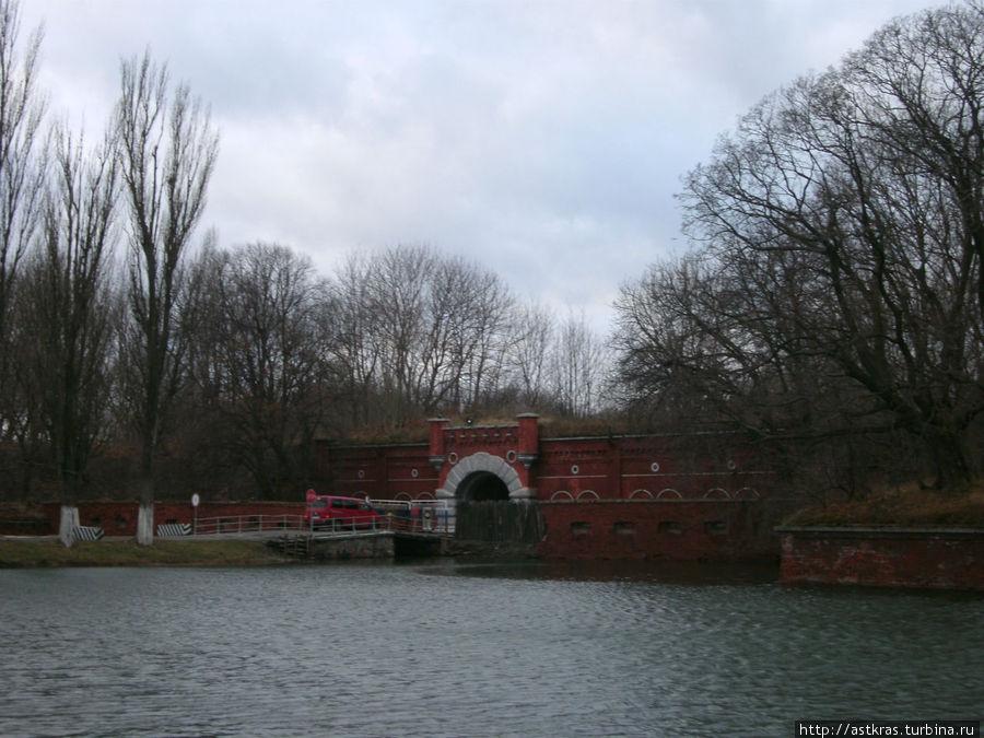 Крепость Пиллау, которая к сожалению, до сих пор занята военными. Войти внутрь и осмотреть её не получится. Балтийск, Россия