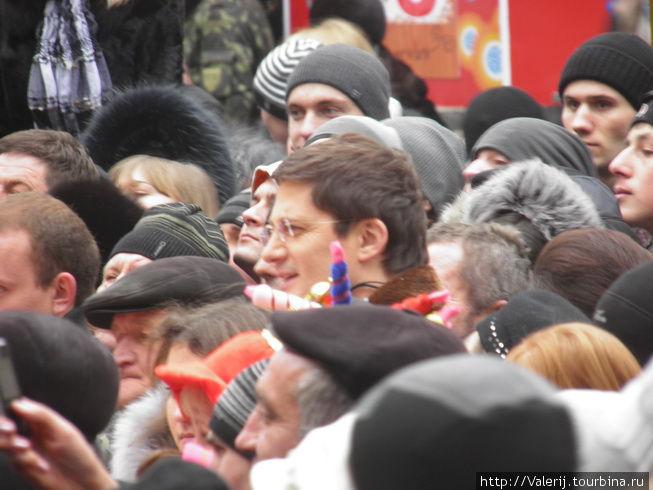 В центре кадра — Игорь Кондратюк.