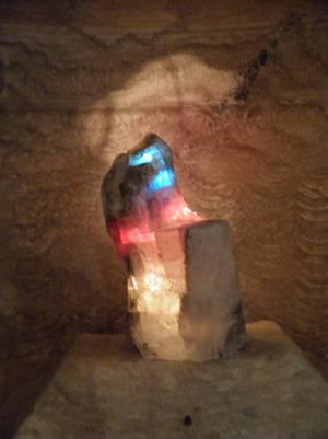 Разноцветные кристаллы соли.