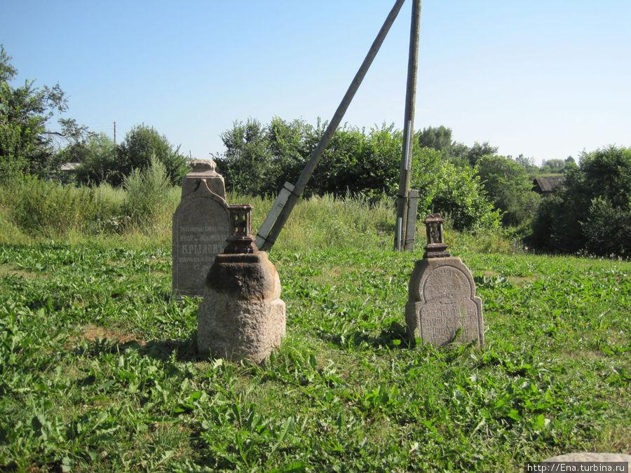 Старинное кладбище у Троицкой церкви