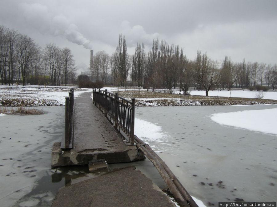 Мостик через пруд