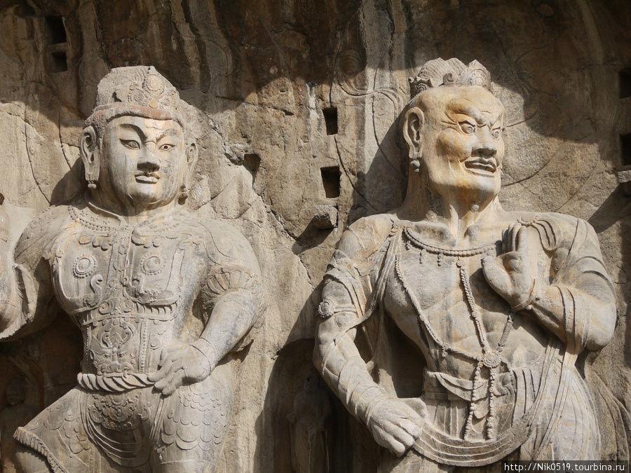 Буддийские храмы-гроты Лунмэнь Лоян, Китай