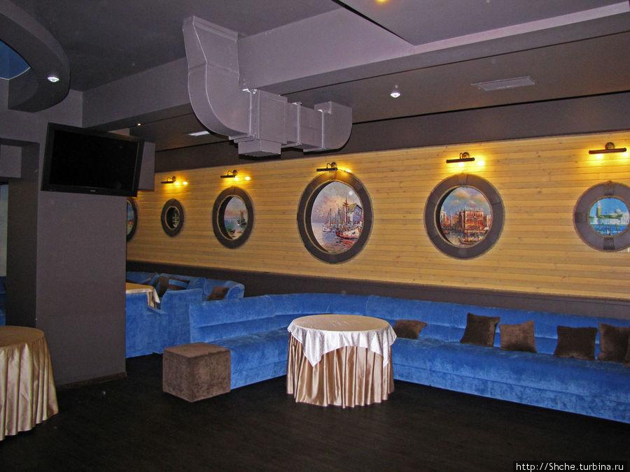 Цокольный этаж — дискотека и ночной клуб