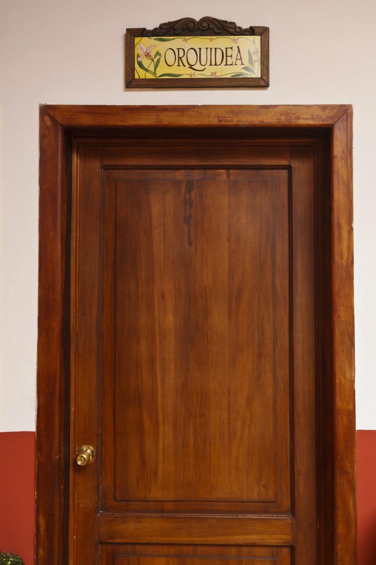 Дверь в наш номер