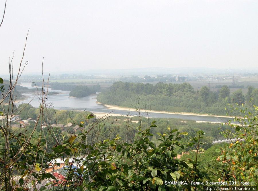 Вид на Днестр и окрестности с Замковой горы.