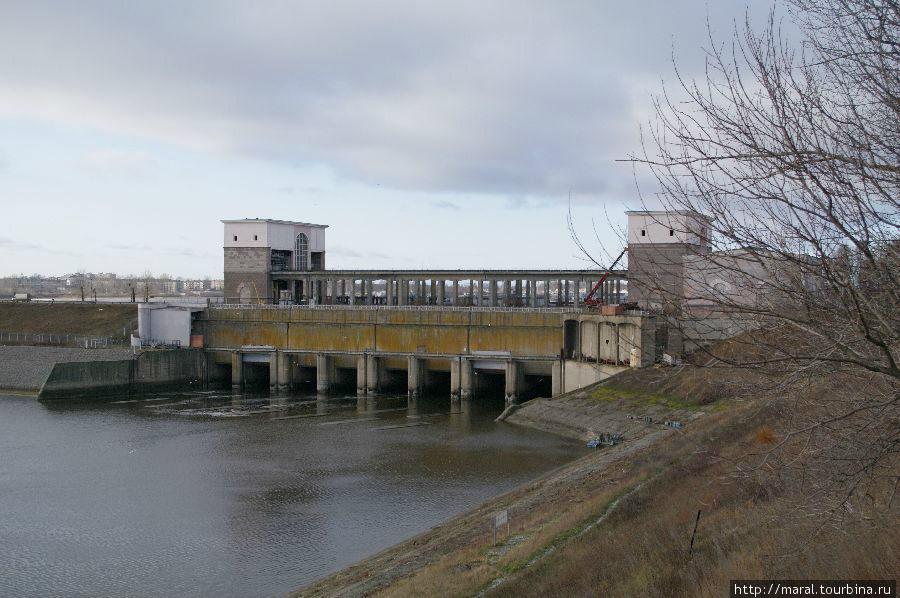 Водосливная плотина Рыбинской ГЭС