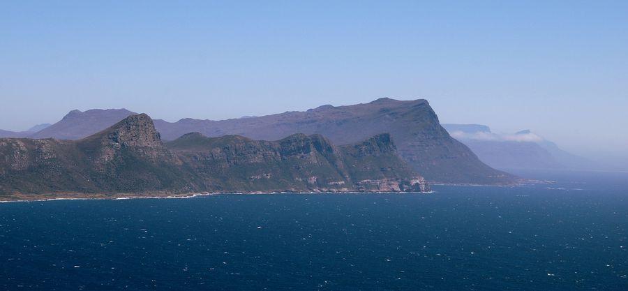 Вид на южное побережье с мыса Кейп-пойнт
