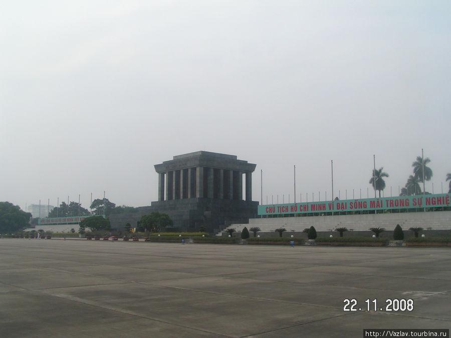 Площадь Ба Динь и Мавзолей