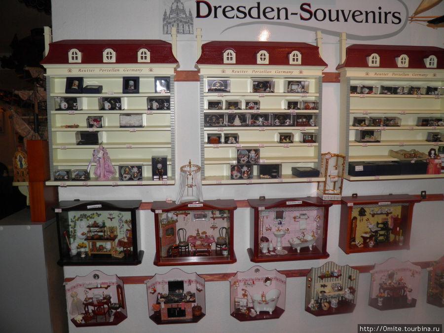 Можно купить немецкие сувениры.