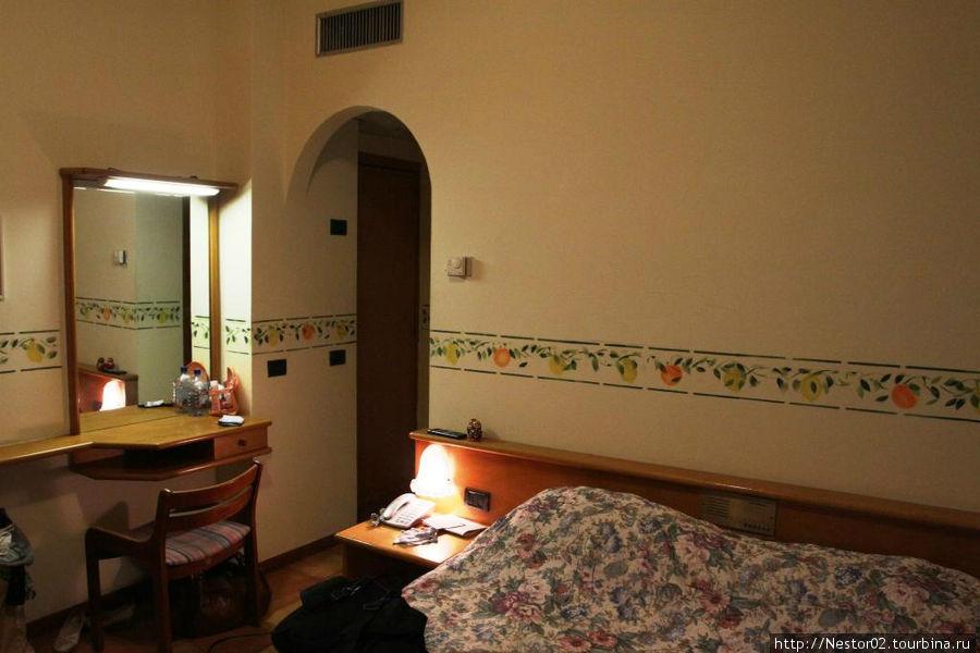 Номер в отеле Сан-Пьетро, Летояни.