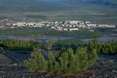 По ту сторону Сусумана можно видеть контуры полей. Когда-то здесь и сельское хозяйство процветало. Но теперь поля ничем не засеваются.