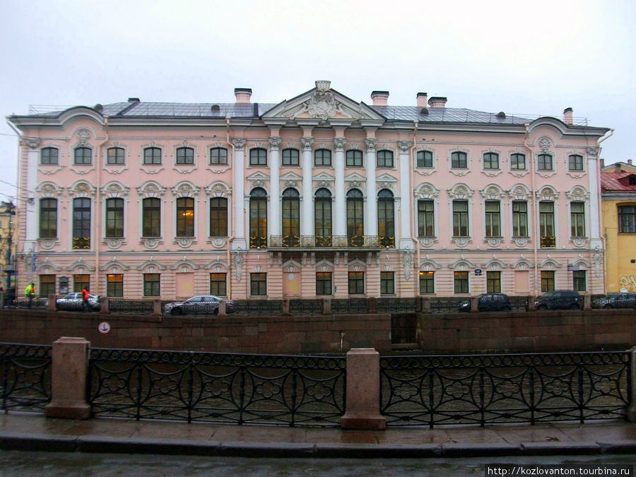 Строгановский дворец. Вид с набережной Мойки.