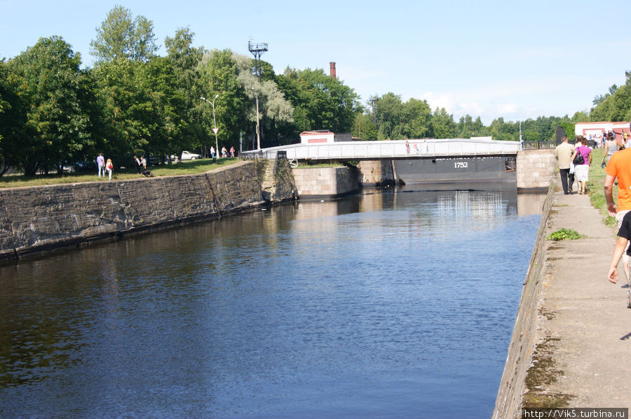 Петровский канал с видом на Доковый мост