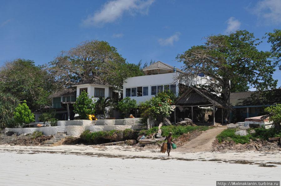 Рыбный ресторан на Диани пляже. От отеля Баобаб идти недалеко (если стоять лицом к океану, то вправо)