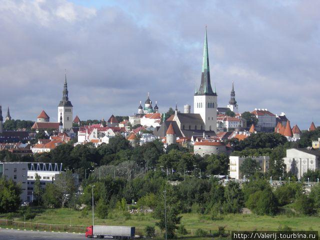 Вид на Старый город с моря