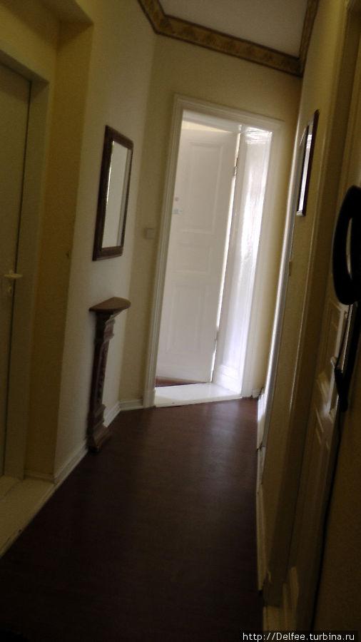 В апартаментах было 3 комнаты, две из которых были закрыты. На наш вопрос будет ли здесь еще кто-то жить, девочка на ресепшене дала не однозначный ответ:
