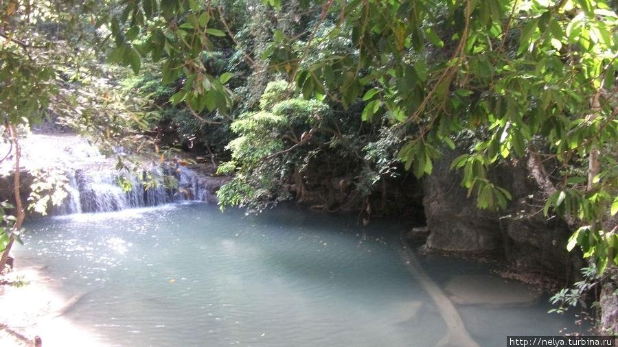 На водопаде очень много рыб, только опускаешься в воду- присасываются, щикотят. Тоже экстримчик.