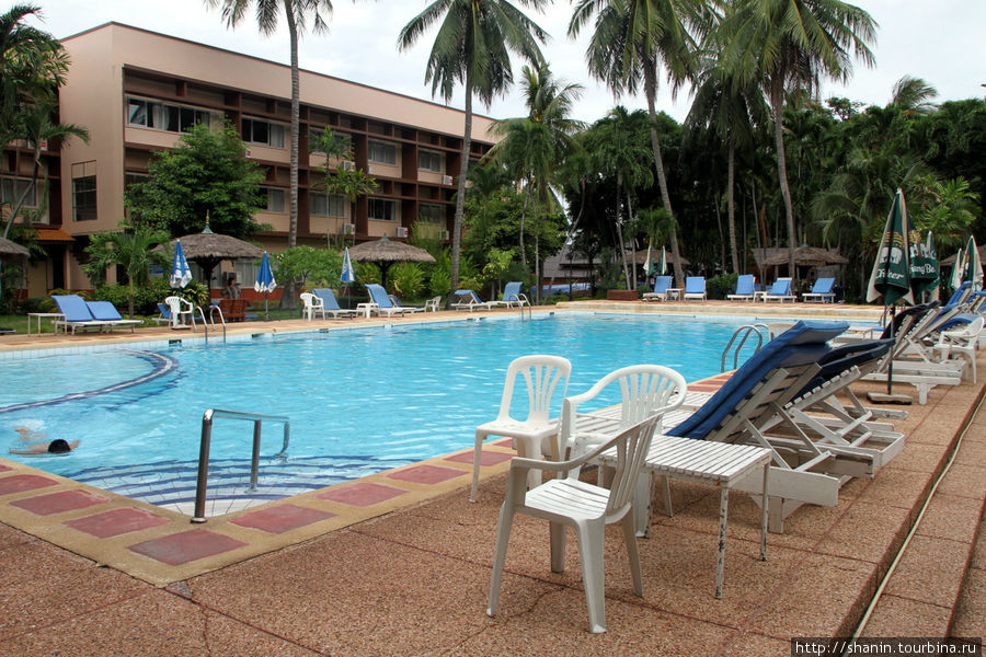 Бассейн в отеле Central Beach Hotel в Паттайе