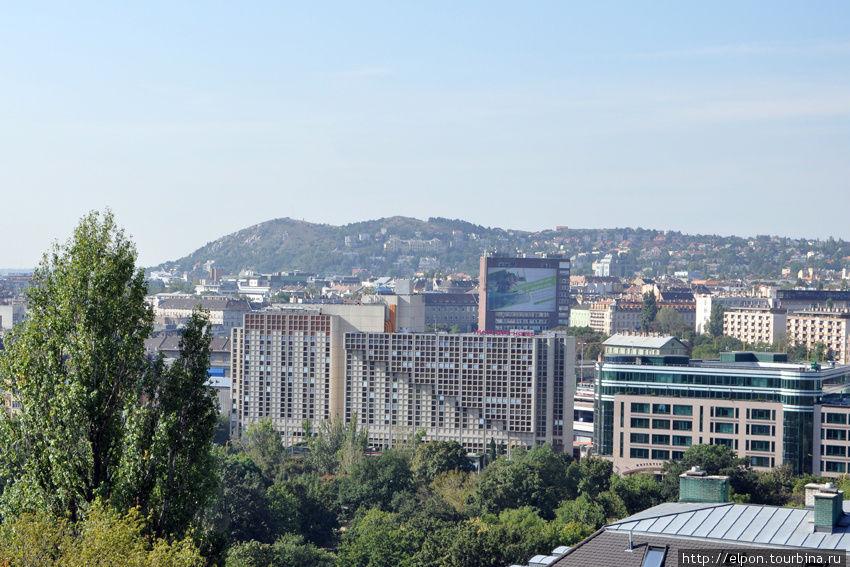Вид на отель с Будайского холма