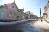 В Сортавале сохранилось много деревянных домов конца 19 в. Большинство в очень приличном состоянии.