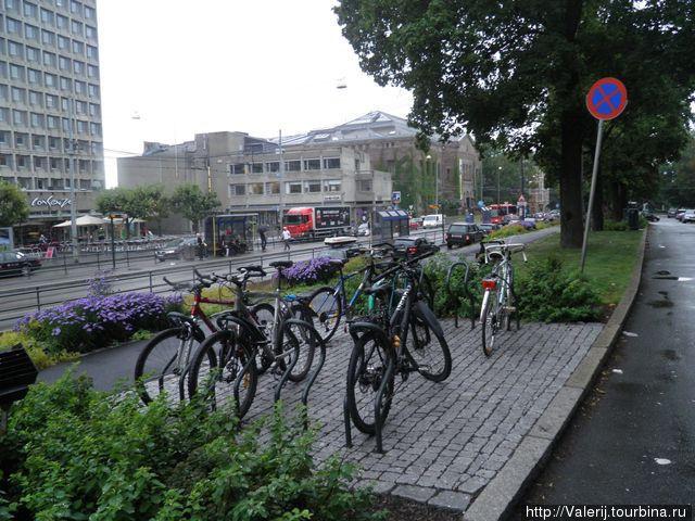 А велосипеды стоят
