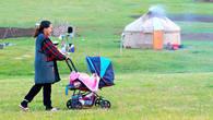 Мы не знаем какая судьба ждет младенца в коляске – продолжит он традиции поколений своих предков или сменит быт кочевника на блага городской жизни.