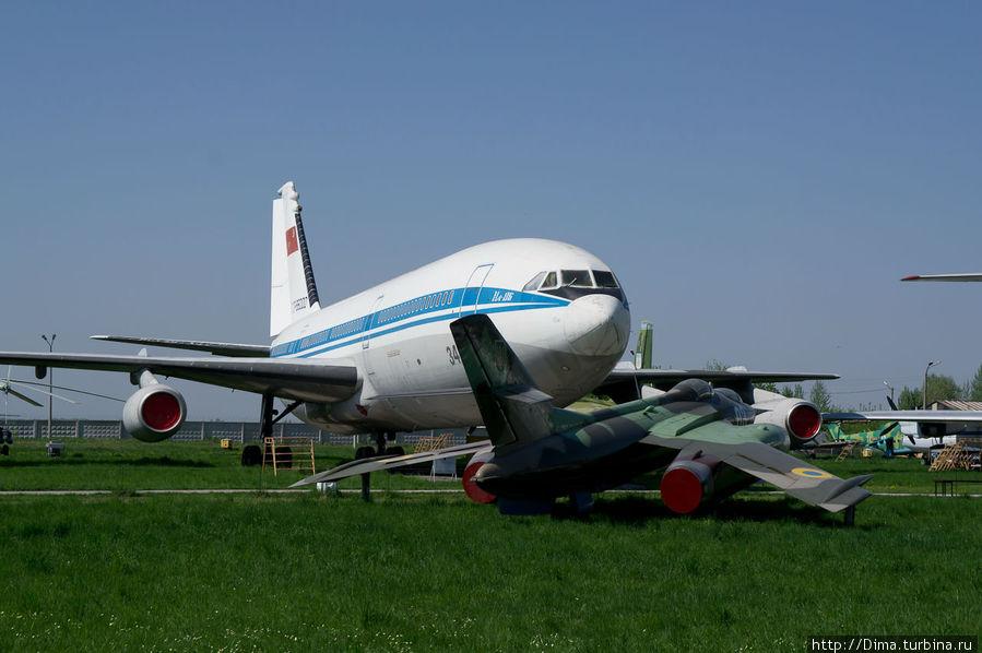 Большой с виду Ил-86.