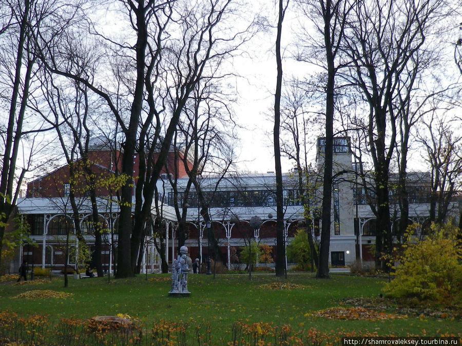 Здание новой большой сцены Молодежного театра.