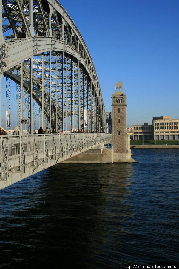 Большеохтинский мост с левого берега Невы