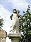 В городе не так много скульптур, но все примечательные. Эта скульптура почему-то ассоциировалась у меня с Архимедом, держащим на своем плече нашу планету